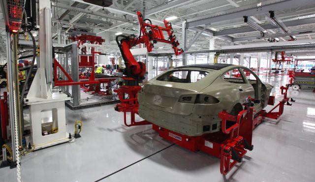 Červená pre automatizáciu? V Tesle to vraj s robotmi prehnali | Inovujme.sk