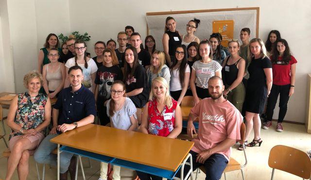 Raper Tono S. sa radil so študentmi Obchodnej akadémie v Hlohovci | Inovujme.sk